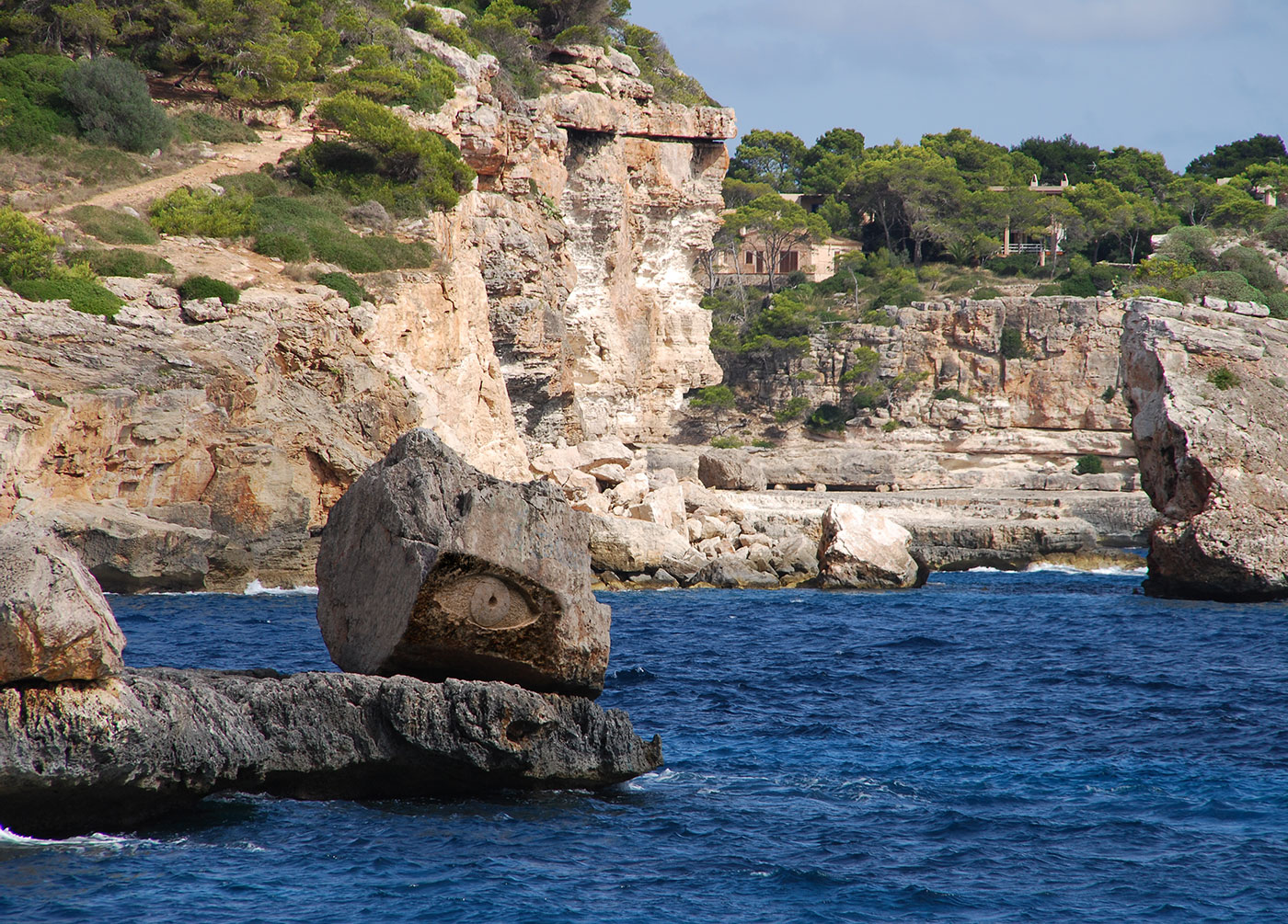 MALLORCA EYE,  © 1988,  lime stone, 300 x 250 x 300 cm,  Mallorca, Cala Llombards