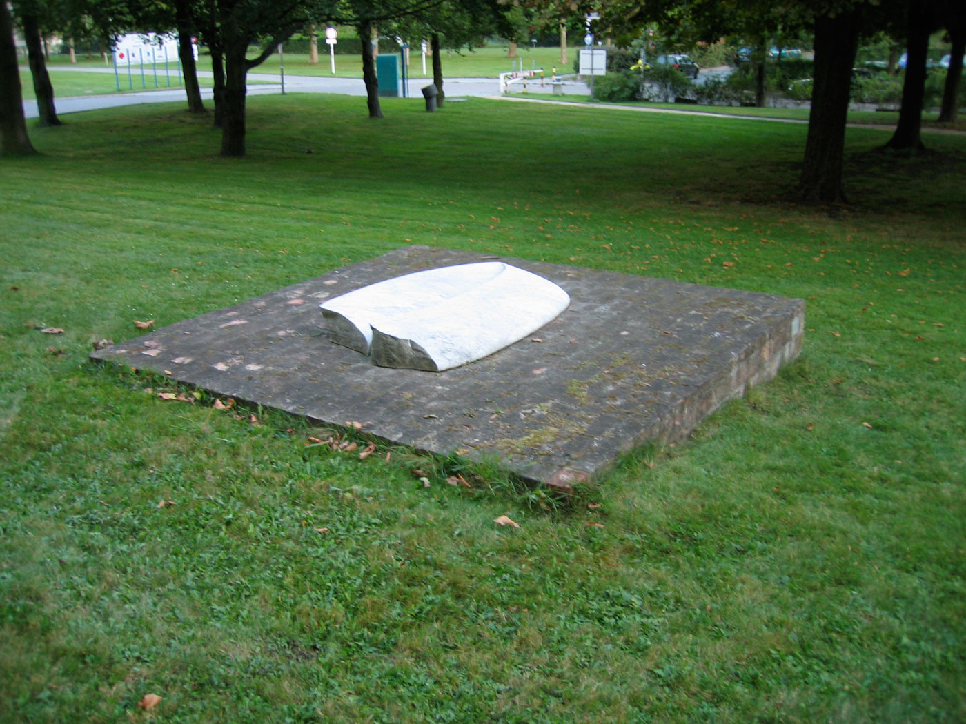 MARVEL / BRICKS,  © 1991-95, marvel sculpture and bricks base, 250 x 250 x 80 cm,  sculpture in front of the Benjamin Franklin Hospital, Berlin