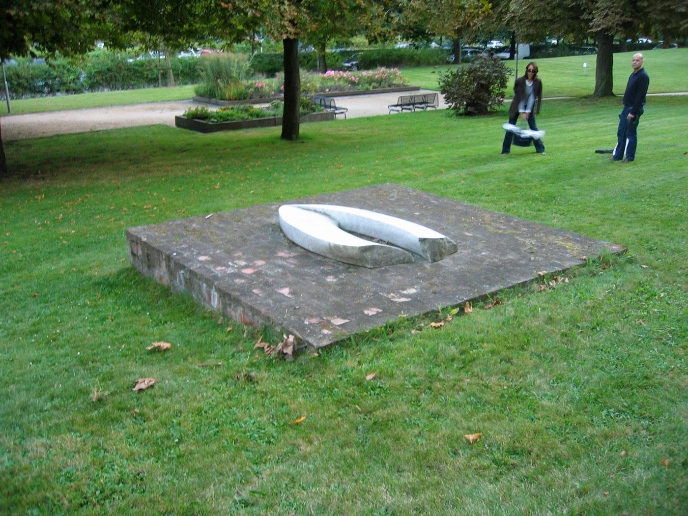 MARVEL / BRICKS,  © 1991-95, marvel sculpture and bricks base, 250 x 250 x 80 cm,  sculpture in front of the Benjamin Franklin Hospital, Berlin