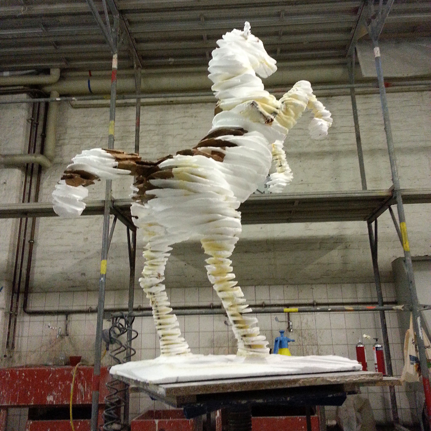 HORSE I, 1. MODEL, © 2013, styrofoam, lined with paper, steel framework, acrylic paint, 490 x 400 x 160 cm incl. base