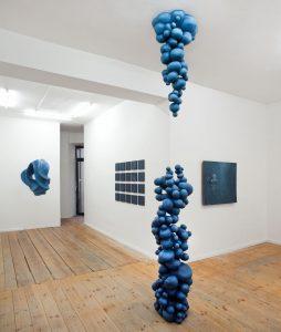 LOST CITY – Bubbles,  © 2013, styrofoam, steel reinforcement, reinforcement filler, acrylic paint, 310 x 50 x 50 cm
