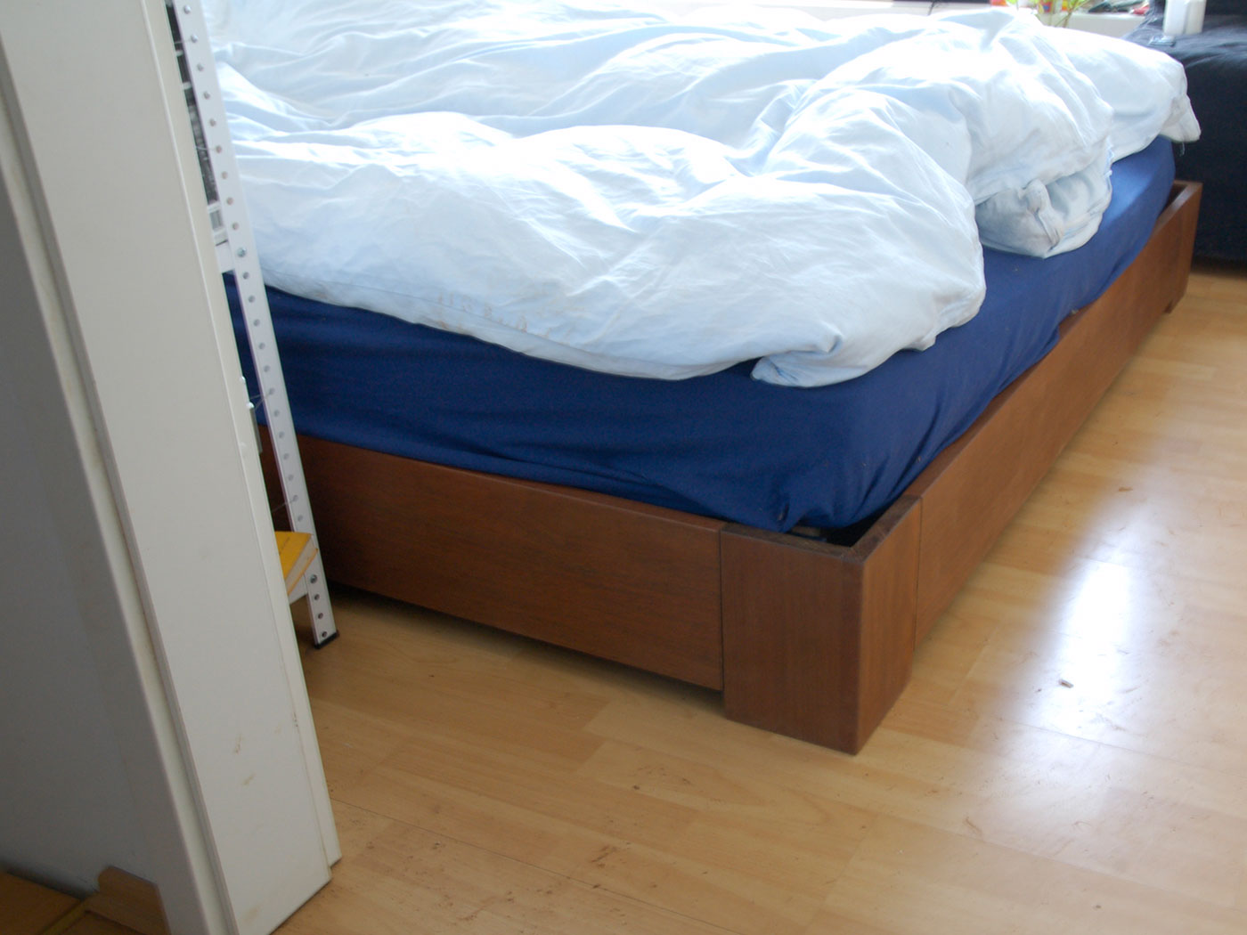 BED © 2009, solid South American walnut, fibre glass, oiled, 200 x 160 x 70 cm